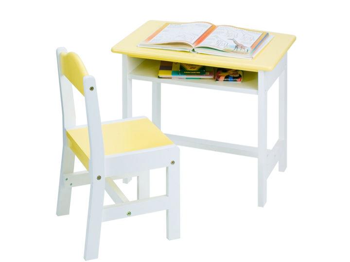 収納つきテーブル