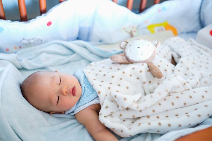 お昼寝をする赤ちゃん