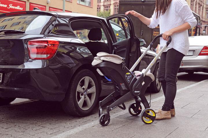 赤ちゃんを連れて車でおでかけ