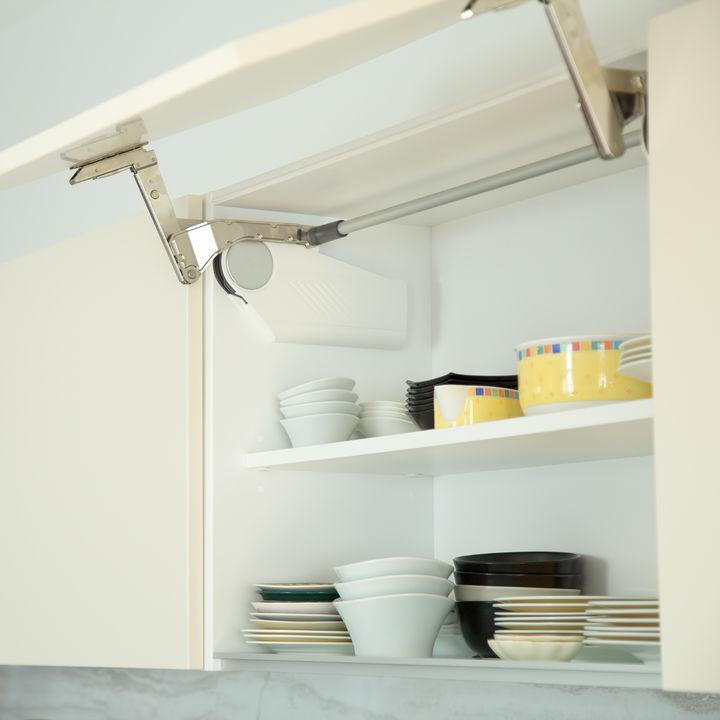 食器棚の掃除方法について。基本的な手順やあると便利なお掃除道具