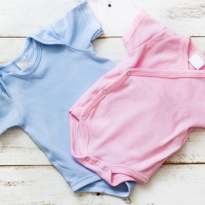 おすすめのキッズ肌着は。長袖や半袖、タンクトップなどの種類や綿100%などの素材