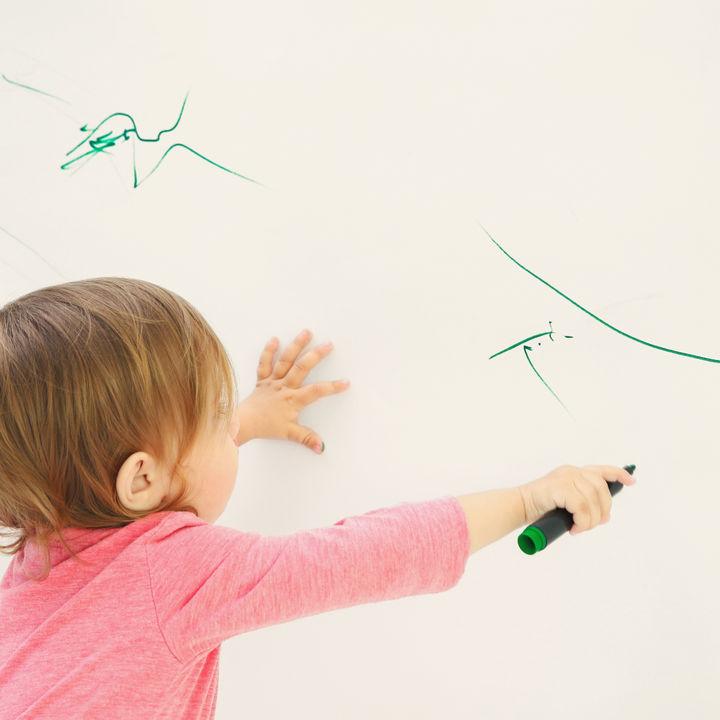 壁紙の汚れを簡単に落とすコツ。家にあるものですぐに対応できる方法