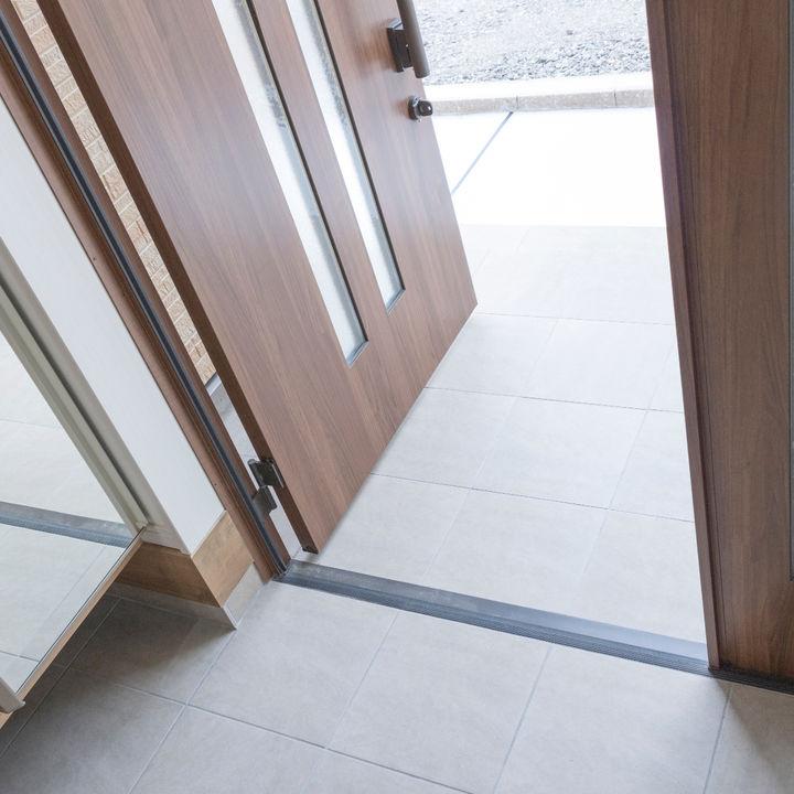 家の顔とも言われる玄関、簡単な掃除方法で常にキレイに保つ方法