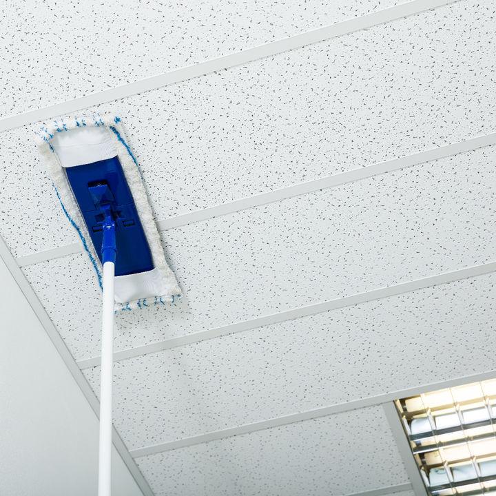 天井を楽に掃除するコツとは。掃除しやすい方法や裏ワザについて