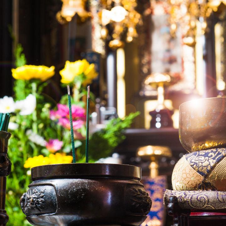 お正月やお盆、お彼岸前などにしたい仏壇の掃除。自分でもできる方法をご紹介