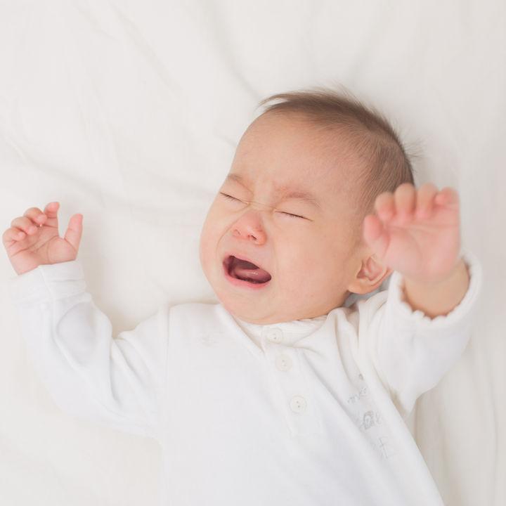 生後4ヶ月の赤ちゃんの夜泣き。ママたちにきく、夜泣きの理由や授乳などの対策法