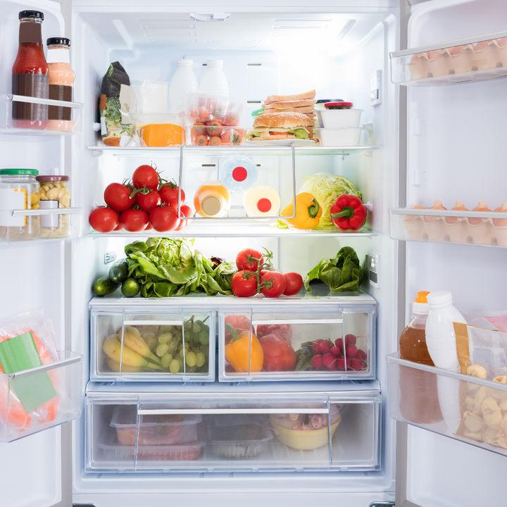 冷蔵庫を掃除する方法。押さえておきたいコツや裏ワザなど