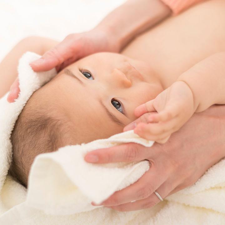 生後8カ月のお風呂。洗い方や時間、毎日泣く場合はおもちゃが役に立つ?