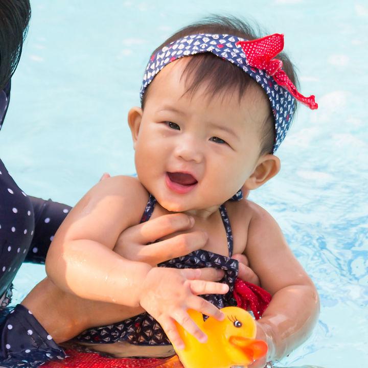 赤ちゃんのプールや海はいつから?何歳ぐらいから入ったのか、必要な持ち物など