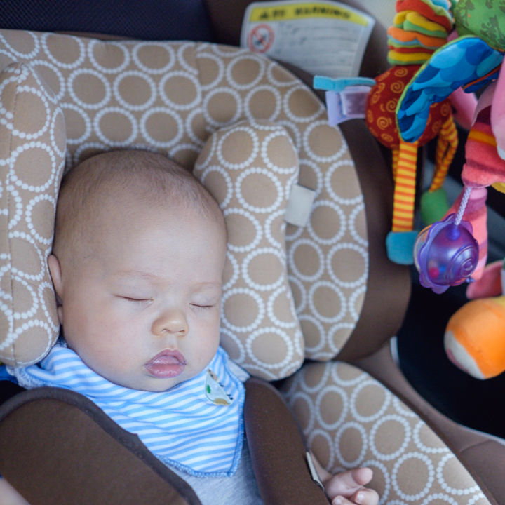 赤ちゃんとの帰省はいつから?帰省のときの持ち物や離乳食の工夫、気をつけることなど