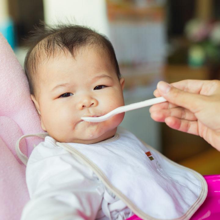 離乳食の段階ごとの増やし方。初期から完了期の離乳食の進め方や工夫