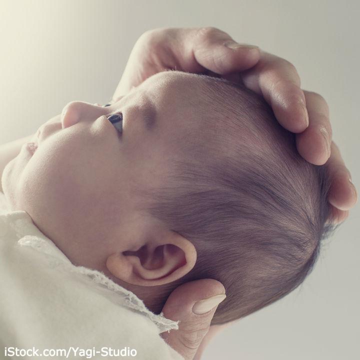 新生児の汗対策はどうしてる?汗取りパッドの使い方や代用品、手作り方法