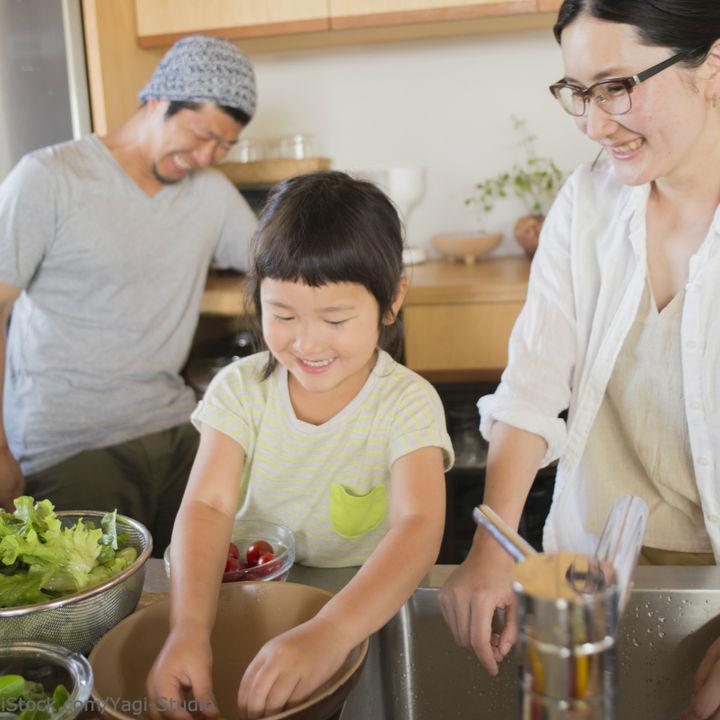 親子で料理を楽しむコツ。親子で作れるメニューや子どもと料理をするときの注意点