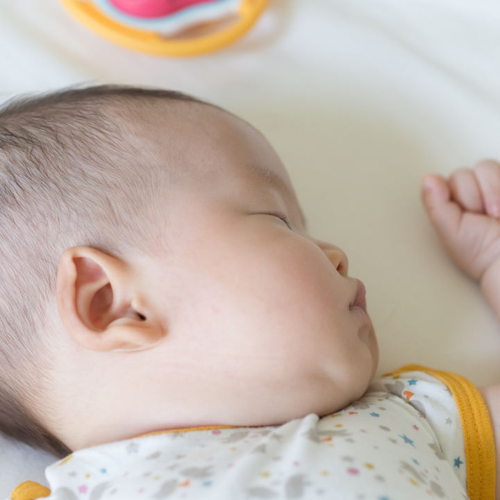 生後11ヶ月の寝かしつけ。授乳や抱っこ、断乳後はどうする?みんなの寝かしつけ方法