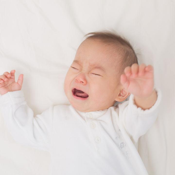 生後2カ月の赤ちゃんがお昼寝しないときや、すぐ起きるときの対処法やお昼寝の場所