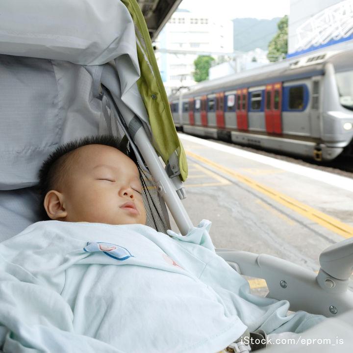 生後4カ月の赤ちゃんと電車で2時間かけて帰省。電車移動の際の注意点とは