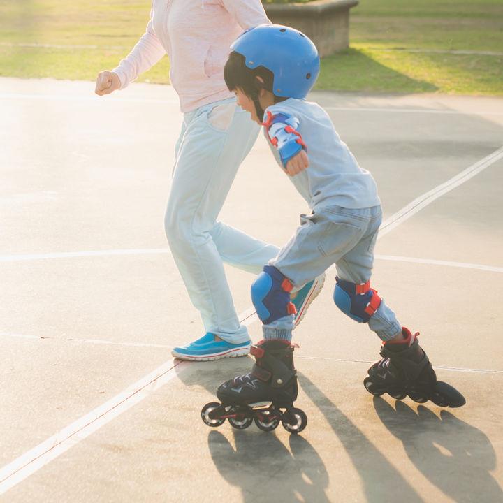 ローラースケートは何歳から?いつから始めたのかやローラースケートの種類、道具など