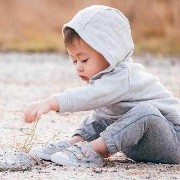 生後8ヶ月の男の子の服装。セパレートの洋服や秋など季節の変わり目の選び方