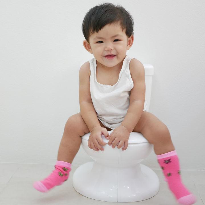 シールを使って楽しくトイレトレーニング。シールや台紙の手作り方法や使うときのコツ