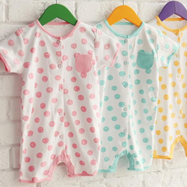 a933327b80b31 生後5カ月の赤ちゃんの肌着とは。春夏秋冬それぞれの服装やロンパース ...