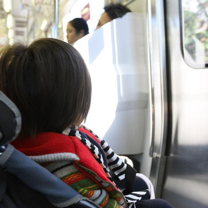 生後7カ月の赤ちゃんと電車に乗るときに必要な準備や注意点について