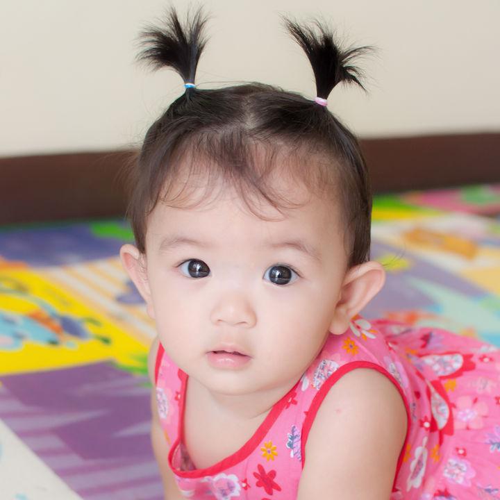 生後9カ月の赤ちゃんの服装。女の子向けの保育園の服装とは