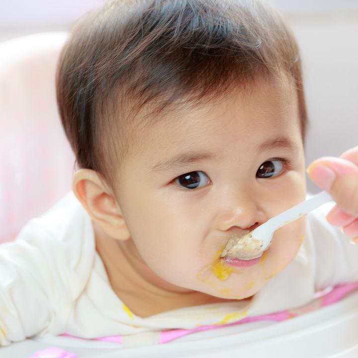 離乳食3ヶ月目の量や固さ、食材などの進め方。献立例やレシピ、食べないときの対処法