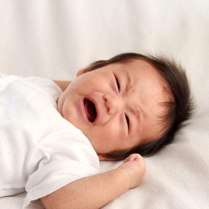 生後5カ月の夜泣き。ママたちが考える原因や対策、ミルクなどの授乳の仕方