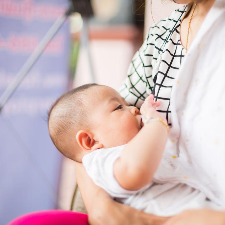 【体験談】寝かしつけの授乳はいつまで?ママたちの悩みや授乳のやめ方を調査