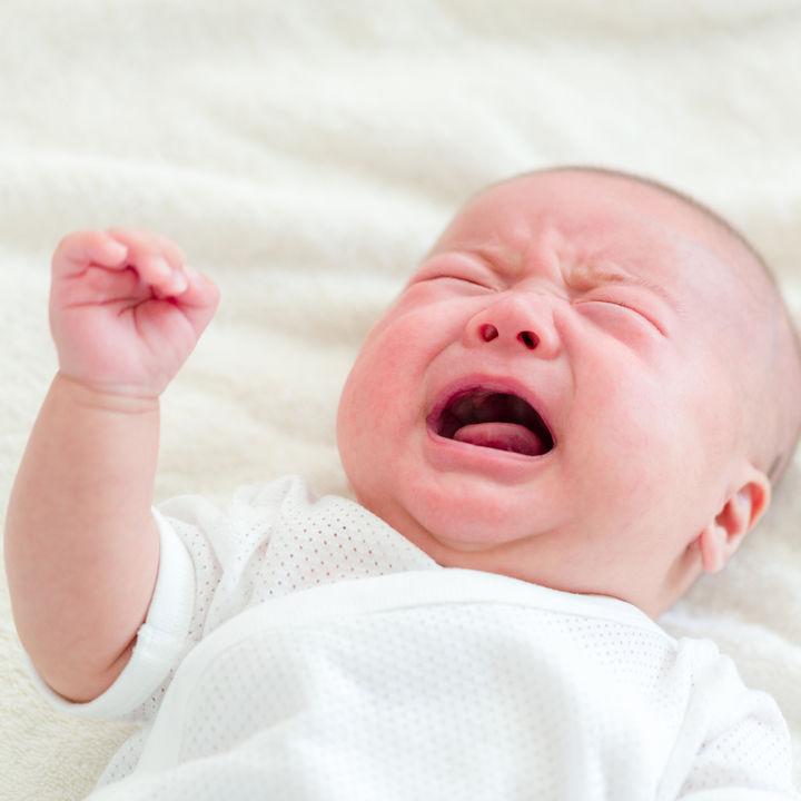 生後4カ月の赤ちゃんが泣き止まない理由。ギャン泣きしたときの対処やイライラ解消法