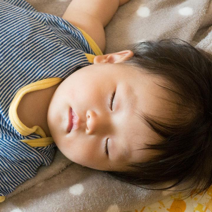 保育園の昼寝。昼寝が長い、子どもが昼寝しないときの対応、バスタオルやコットなど昼寝に使っているもの