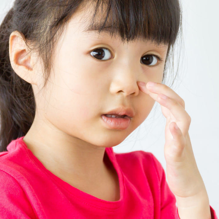 【小児科医監修】プール熱のアデノウイルスで結膜炎。目やにや目の充血はいつまで