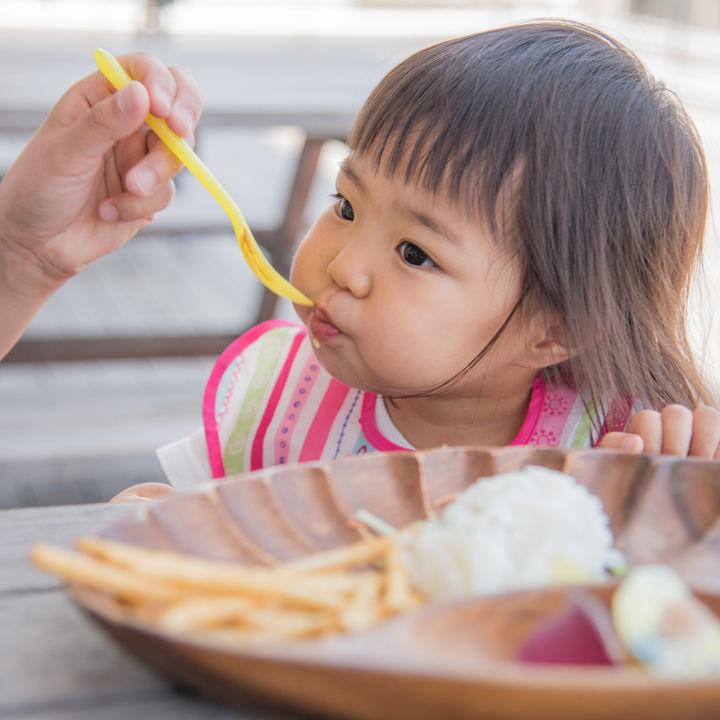 離乳食に子どもの好きなメニューを。カレーやサンドイッチ、オムライスやチャーハン