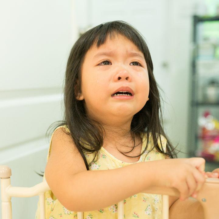 子どもが幼稚園に行きたくないと泣くとき。いつまで泣くかやバスに乗るとき、声かけなどの工夫