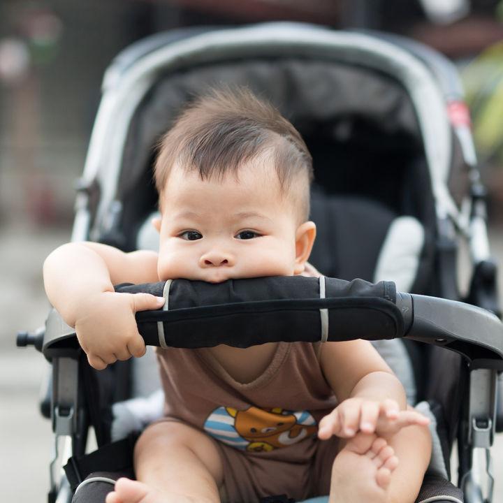生後10ヶ月の赤ちゃんと外出。離乳食や持ち物、服装などの注意点