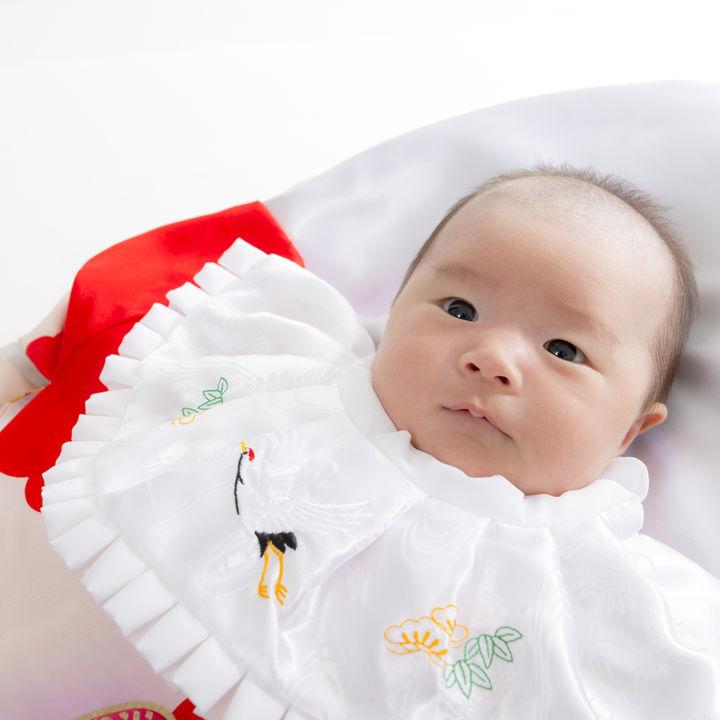 男の子のお食い初めの服装や衣装。着物や普段着のロンパースなど赤ちゃんに選んだベビー服