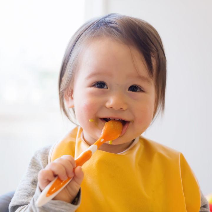 離乳食の卒業はいつ?ママたちに聞いた卒業の目安や、子どもが楽しく食べられる工夫
