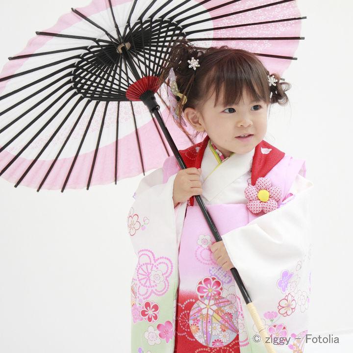 3歳の七五三で着る被布。正絹や総絞りなどの被布セットの選び方や手作り、レンタルなど