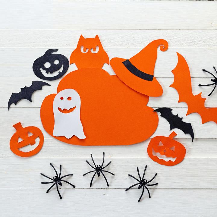 ハロウィンの切り絵やつながる切り紙の作り方簡単な図案でおばけや