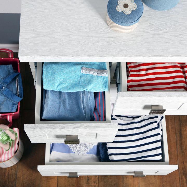 赤ちゃん服の衣替えは何月にする?時期はいつからか、目安やタイミング