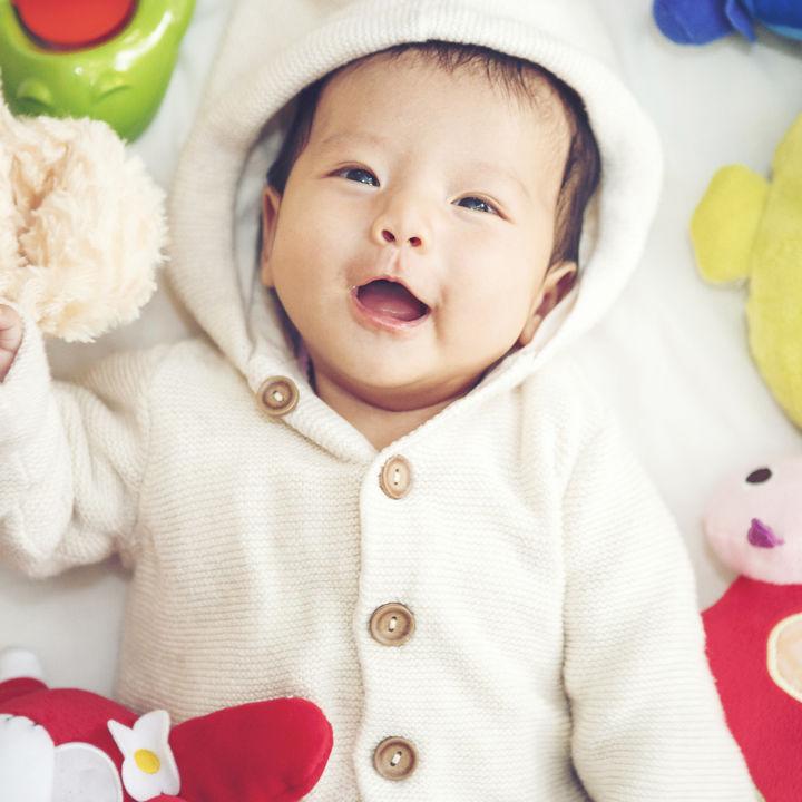 生後3ヶ月に人気のおすすめおもちゃや手作りおもちゃ。握らない、興味ないときの対処法