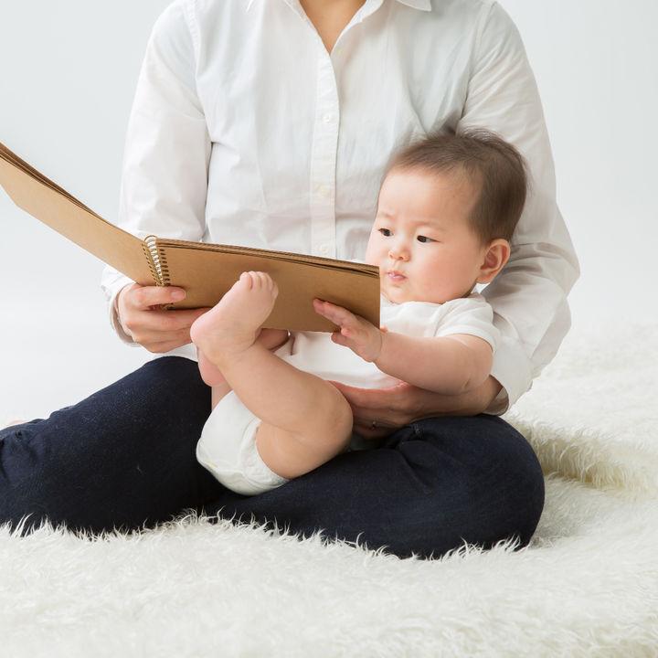 生後4ヶ月の赤ちゃんへの絵本の読み聞かせ。絵本の選び方や読み聞かせ方法など