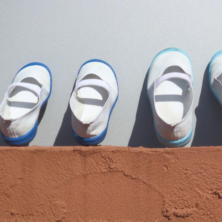 保育園の上履き選び。洗う頻度や洗い方、上履き入れや1歳向け紐や絵のアレンジも