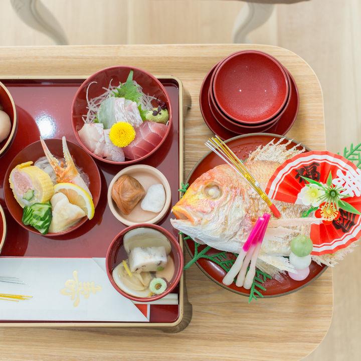 お食い初めの食器と盛り付け方。男の子向けの色や普段使いできる種類、並べ方とは