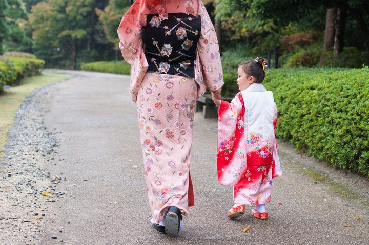 着物姿のママと子ども