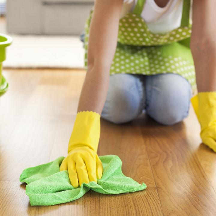 フローリングがベタベタするときの掃除方法。べたつきやざらつきの原因など