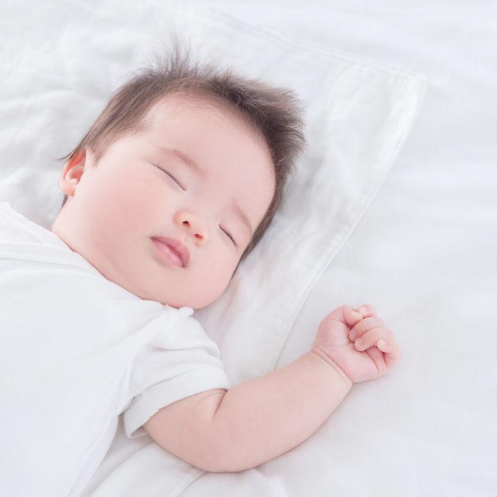生後6ヶ月~1歳の赤ちゃんが寝るときの服装。パジャマの種類や春夏秋冬の選び方