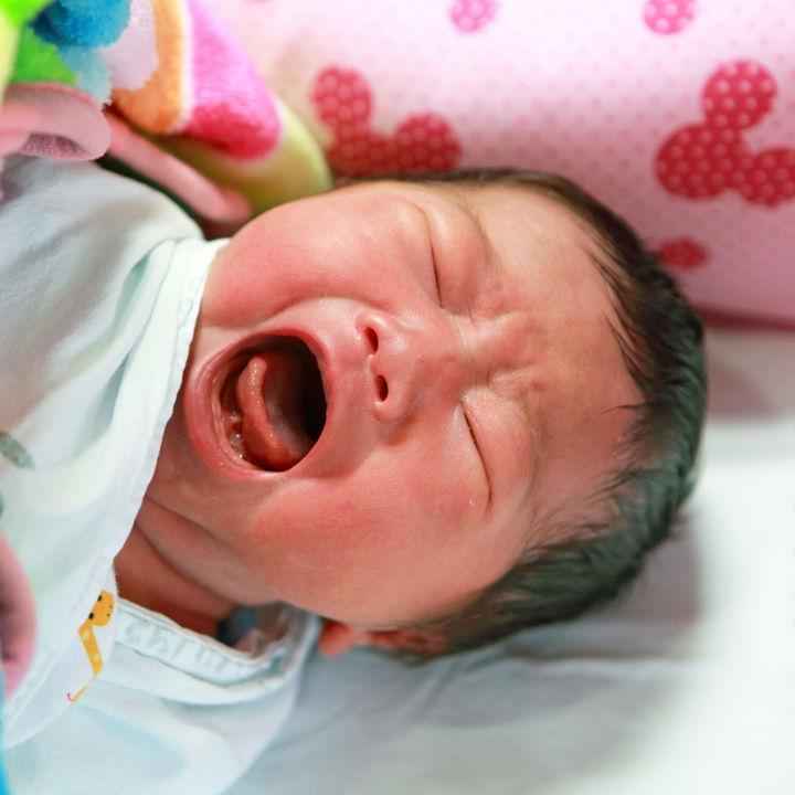 生後2ヶ月でぐずるのはいつ?シーン別、ママたちの対処法