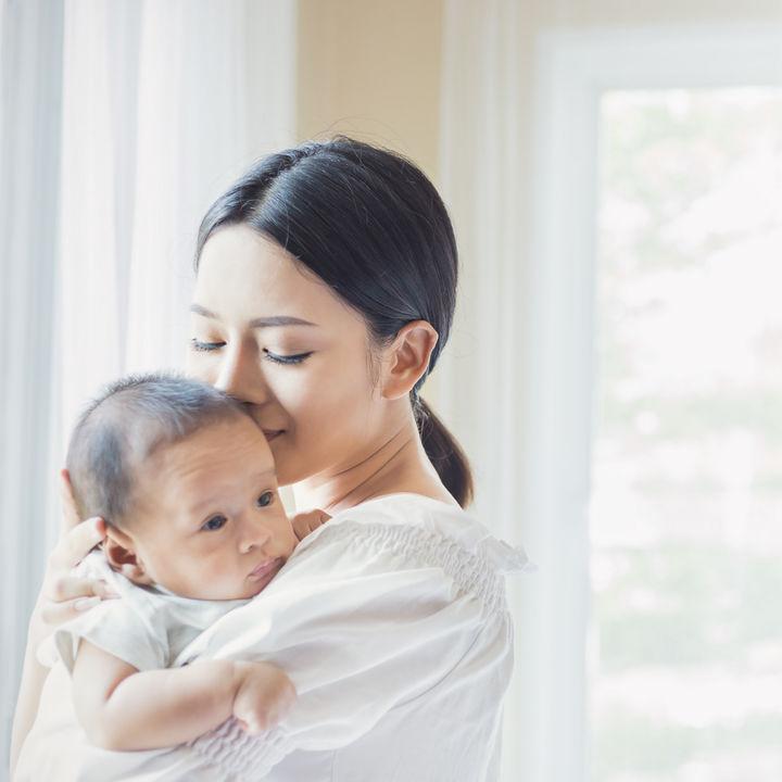 【産婦人科医監修】妊娠中からはじめる赤ちゃんへの授乳準備。母乳の仕組みと性質とは