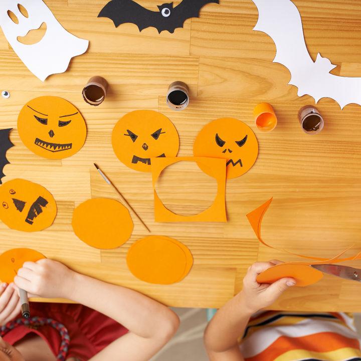 ハロウィンの飾りを風船や100均グッズで手作りしよう。おばけやモンスターの作り方